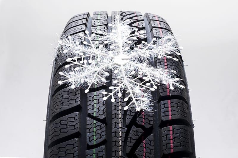 """Le gomme invernali si riconoscono per la presenza del simbolo """"fiocco di neve"""", che certifica l'affidabilità del pneumatico"""