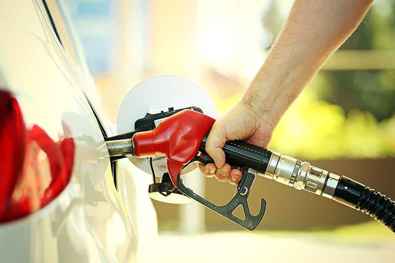 il consumo di carburante è maggiore se in estate si utilizzano pneumatici invernali