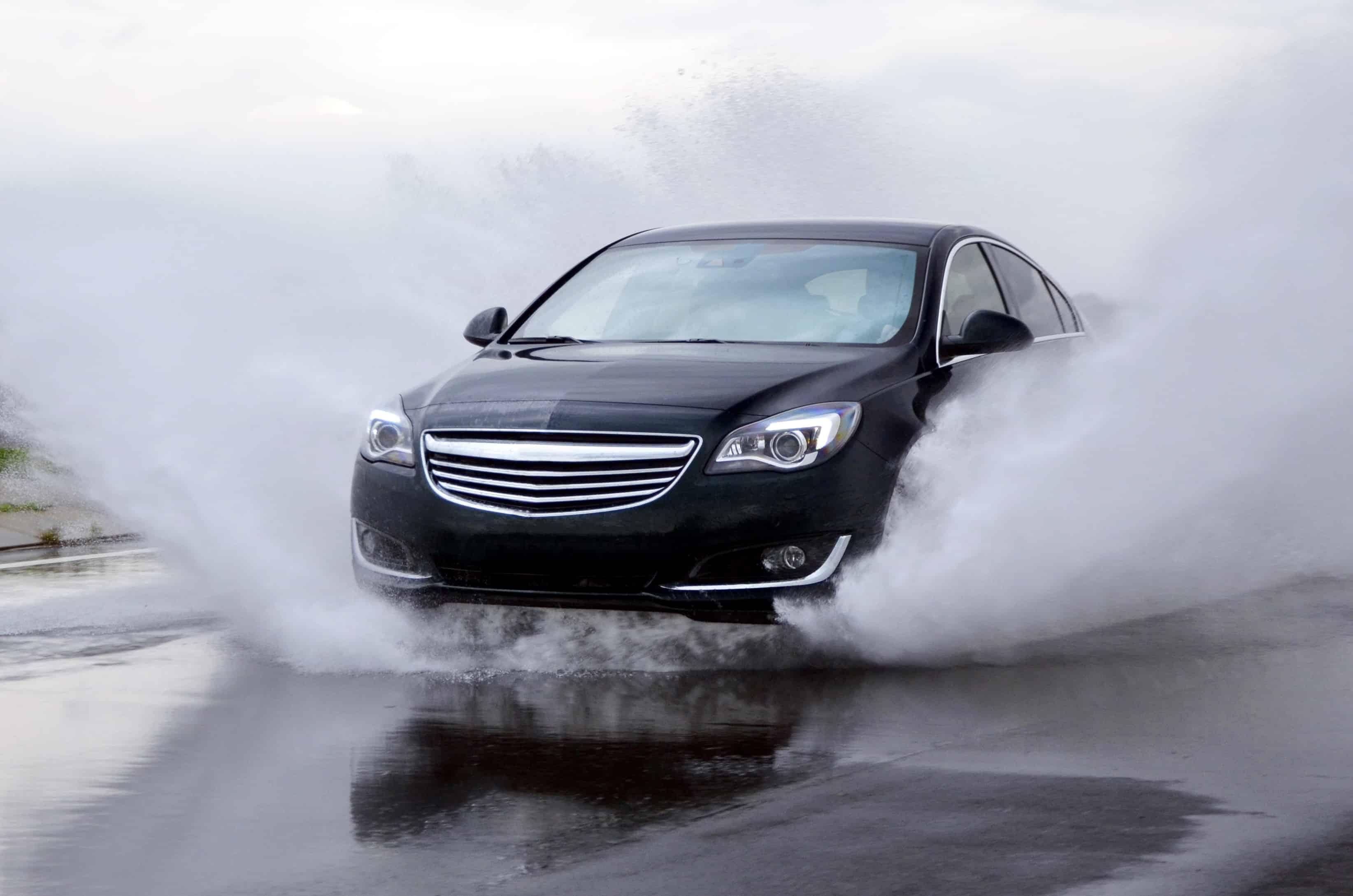 L'aquaplaning rappresenta una minaccia anche in caso di guida a velocità ridotta.