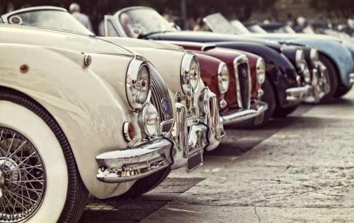 I primi pneumatici per auto erano realizzati interamente in gomma naturale bianca.