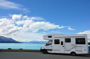 camper sul lago