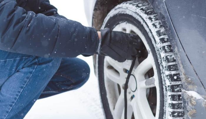la pressione è uno dei fattori per la durata delle gomme invernali
