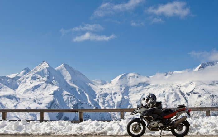 panorama montagne con moto