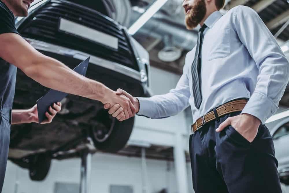 revisione auto in officina specializzata
