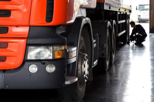 truck in corsia