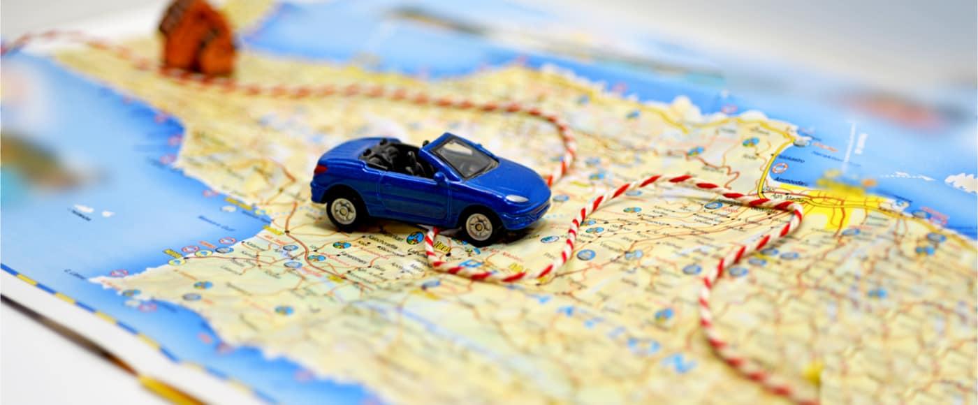 mappa stradale con macchina