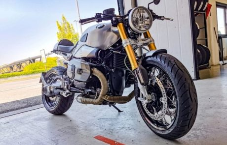 Moto Bmw naked argentata