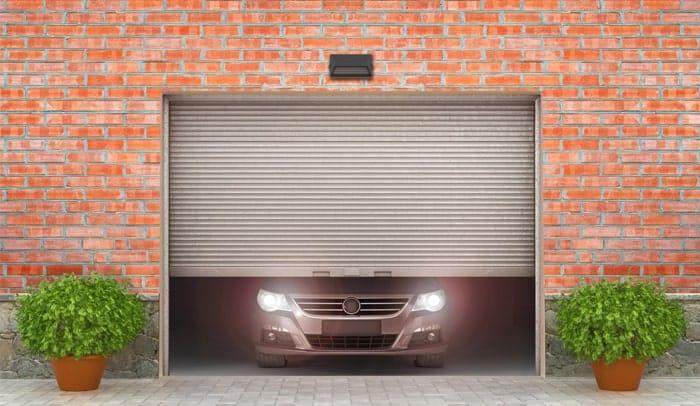 auto in garage