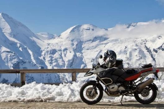 moto in montagna con pneumatici invernali
