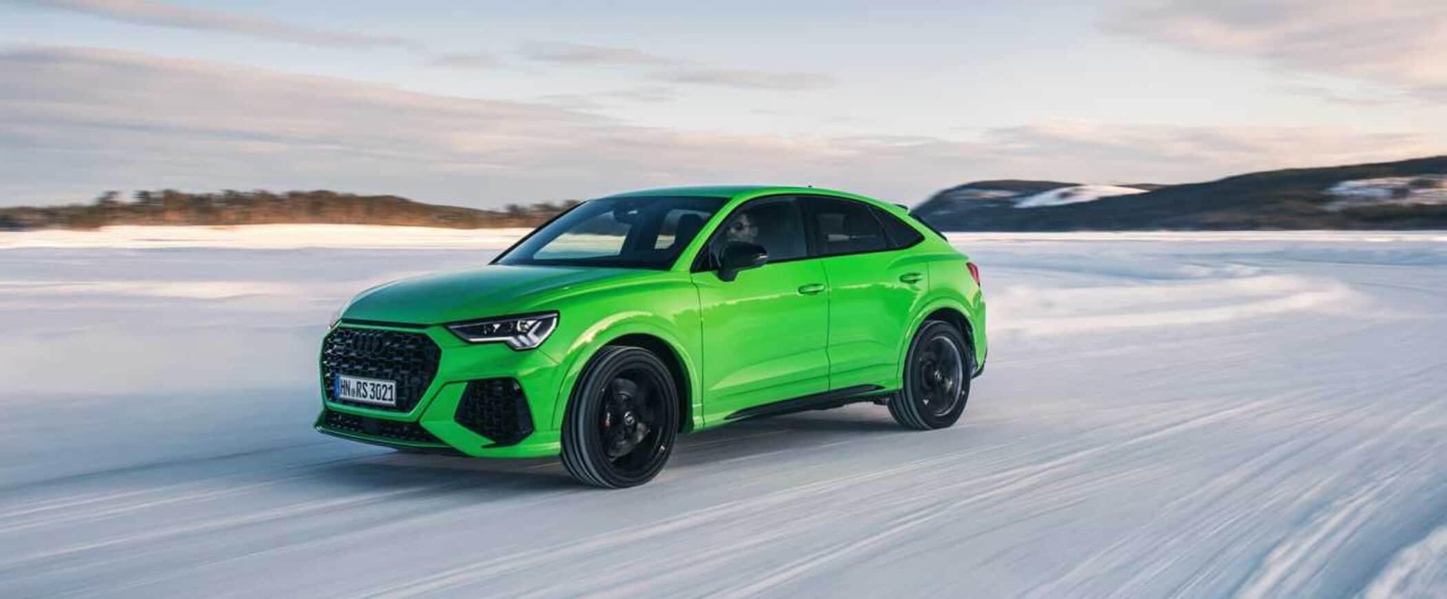 pneumatici invernali su auto verde